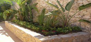 jardines-con-piedras-y-madera